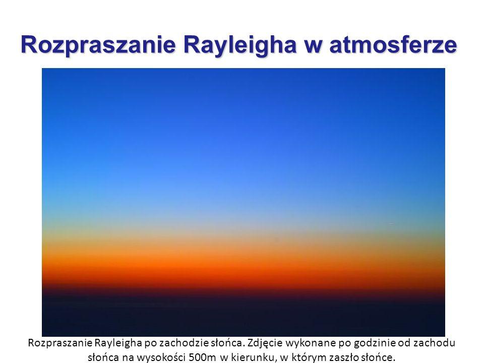 Rozpraszanie Rayleigha po zachodzie słońca. Zdjęcie wykonane po godzinie od zachodu słońca na wysokości 500m w kierunku, w którym zaszło słońce.