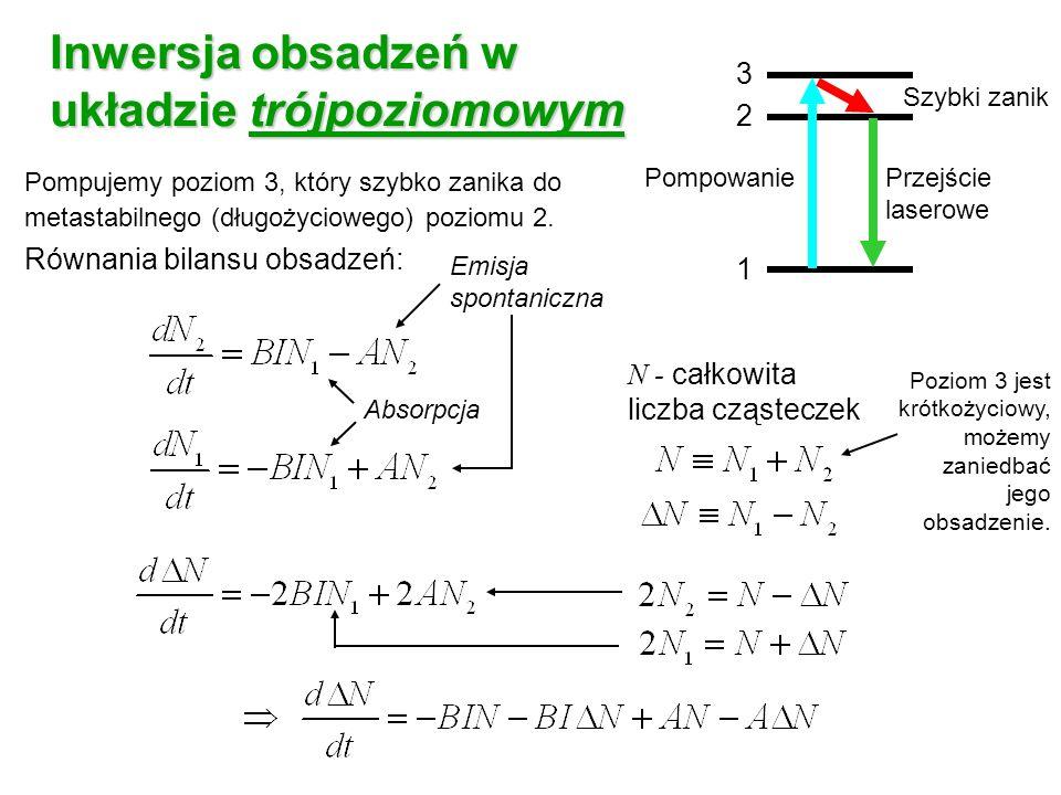 Pompujemy poziom 3, który szybko zanika do metastabilnego (długożyciowego) poziomu 2. Równania bilansu obsadzeń: Absorpcja Emisja spontaniczna N - cał