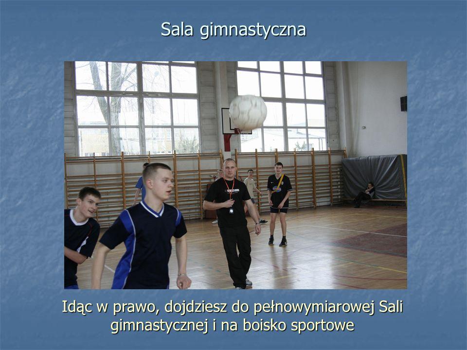 Sala gimnastyczna Idąc w prawo, dojdziesz do pełnowymiarowej Sali gimnastycznej i na boisko sportowe