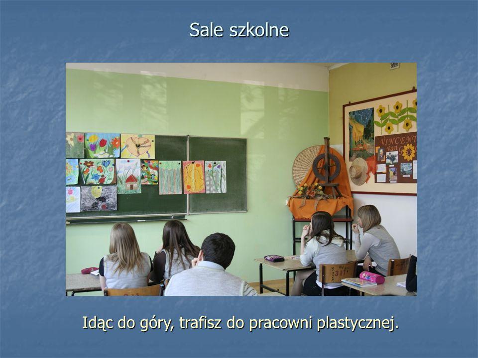 Idąc do góry, trafisz do pracowni plastycznej. Sale szkolne