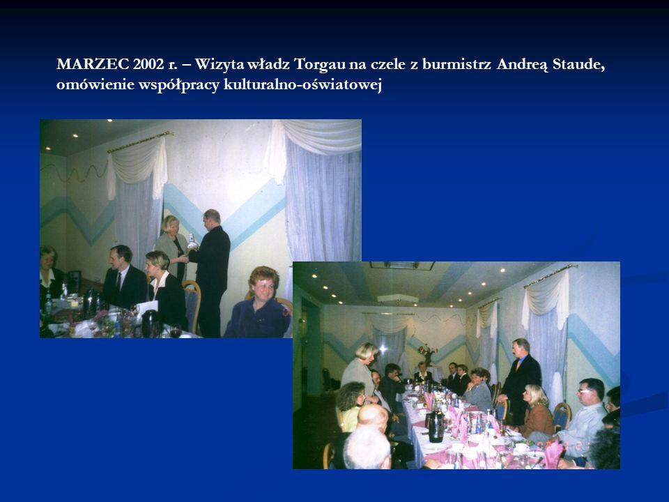 MARZEC 2002 r. – Odbiór darów z Torgau dla strzegomskiej przychodni zdrowia SPZOZ (meble, fartuchy). Zwiedzanie przychodni zdrowia w Strzegomiu przez