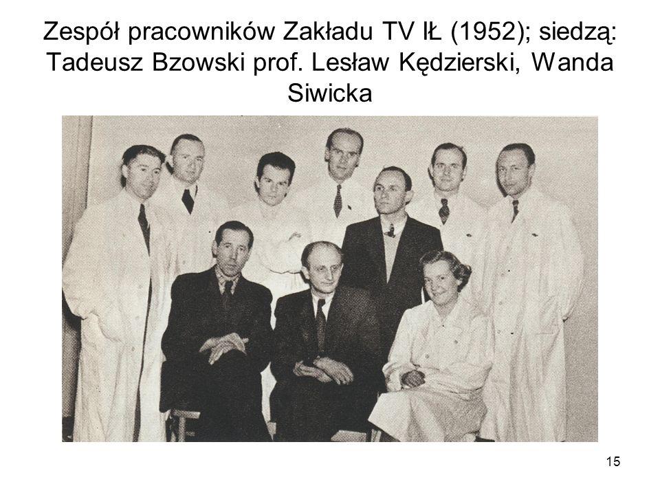 15 Zespół pracowników Zakładu TV IŁ (1952); siedzą: Tadeusz Bzowski prof. Lesław Kędzierski, Wanda Siwicka