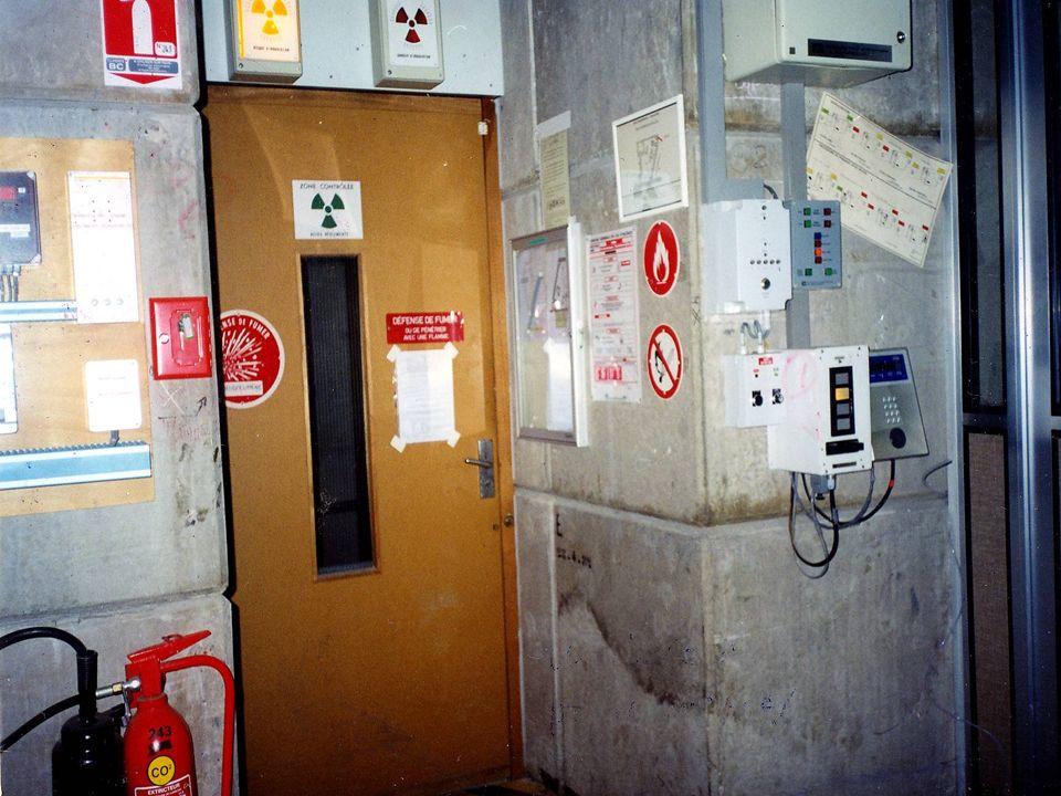 Problem eksperymentalny: cross-talk Jeden neutron rejestrowany jest przez dwa detektory źródło detektor 1 detektor 2