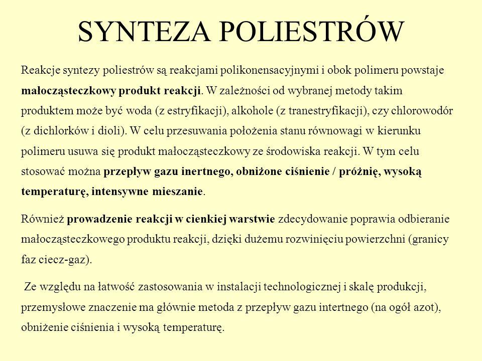 SYNTEZA POLIESTRÓW Reakcje syntezy poliestrów są reakcjami polikonensacyjnymi i obok polimeru powstaje małocząsteczkowy produkt reakcji. W zależności