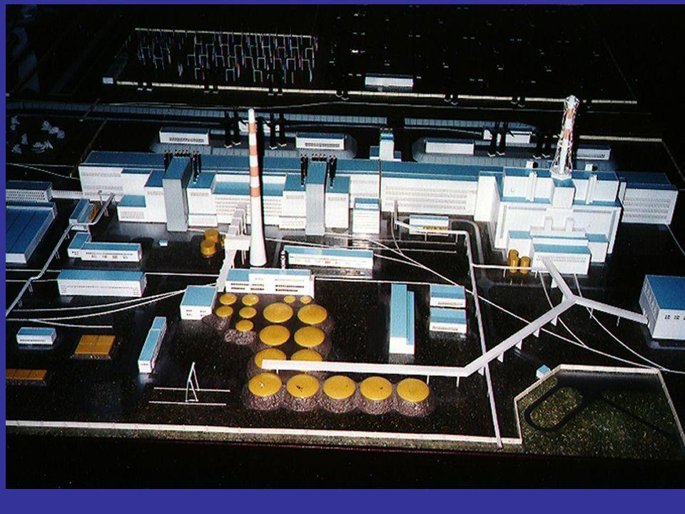 26 kwietnia 1986 roku o godzinie 1.23 w elektrowni atomowej w Czarnobylu w wyniku błędów obsługi nastąpiły dwa wybuchy pary wodnej i wodoru prowadzące do uszkodzenia rdzenia reaktora i pożaru w wyniku czego do atmosfery nastąpiła emisja radioaktywnych pyłów o łącznej aktywności 8*10 18 Bq.