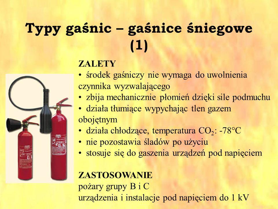 Typy gaśnic – gaśnice śniegowe (1) ZALETY środek gaśniczy nie wymaga do uwolnienia czynnika wyzwalającego zbija mechanicznie płomień dzięki sile podmu