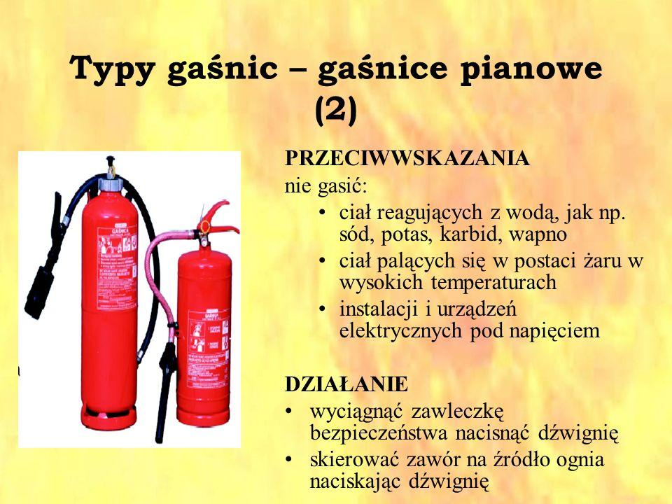 Typy gaśnic – gaśnice pianowe (2) PRZECIWWSKAZANIA nie gasić: ciał reagujących z wodą, jak np. sód, potas, karbid, wapno ciał palących się w postaci ż