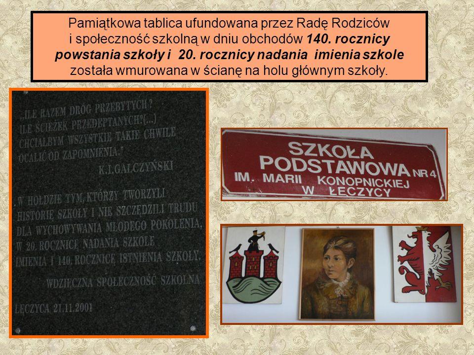 Pamiątkowa tablica ufundowana przez Radę Rodziców i społeczność szkolną w dniu obchodów 140. rocznicy powstania szkoły i 20. rocznicy nadania imienia