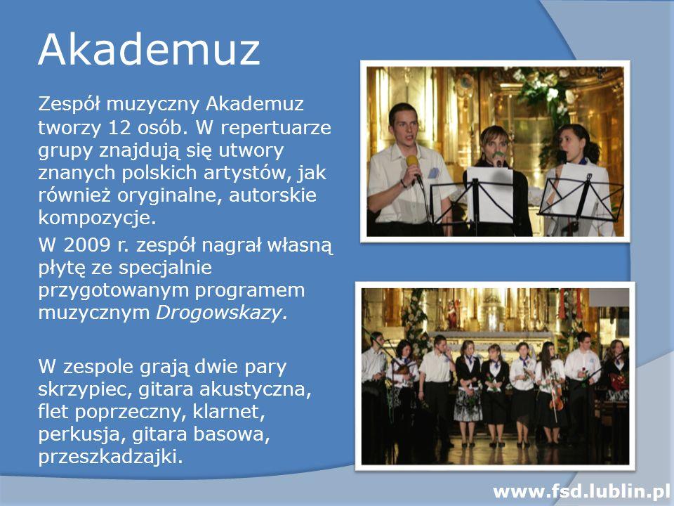 Akademuz Zespół muzyczny Akademuz tworzy 12 osób. W repertuarze grupy znajdują się utwory znanych polskich artystów, jak również oryginalne, autorskie