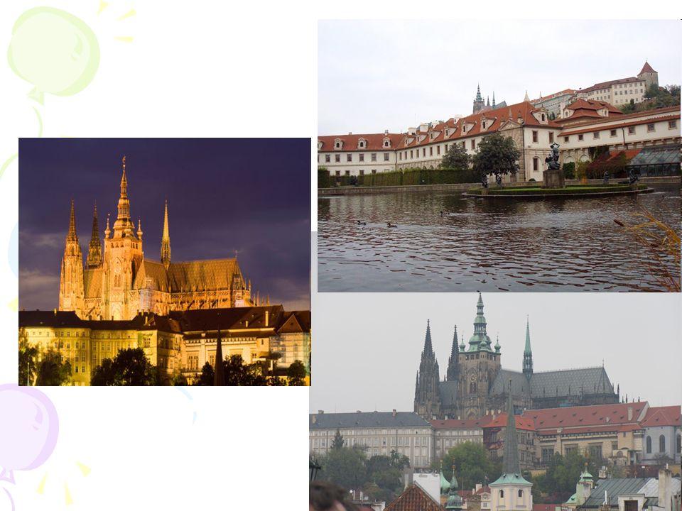 dzielnica Pragi, do 1784 samodzielne miasto położone u stóp praskiego zamku, na lewym brzegu Wełtawy.