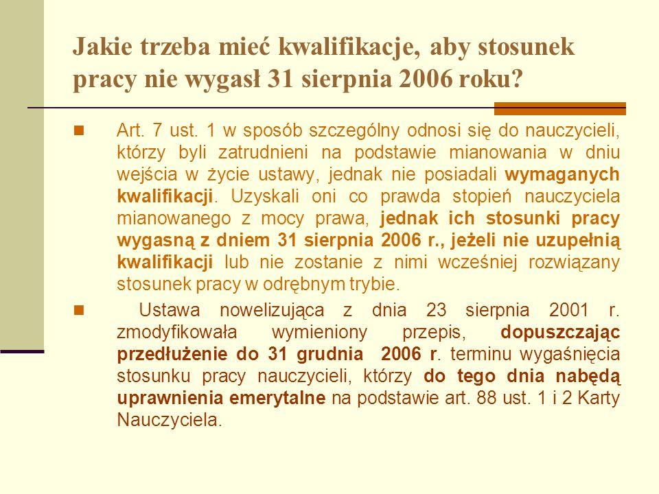 Jakie trzeba mieć kwalifikacje, aby stosunek pracy nie wygasł 31 sierpnia 2006 roku? Art. 7 ust. 1 w sposób szczególny odnosi się do nauczycieli, któr