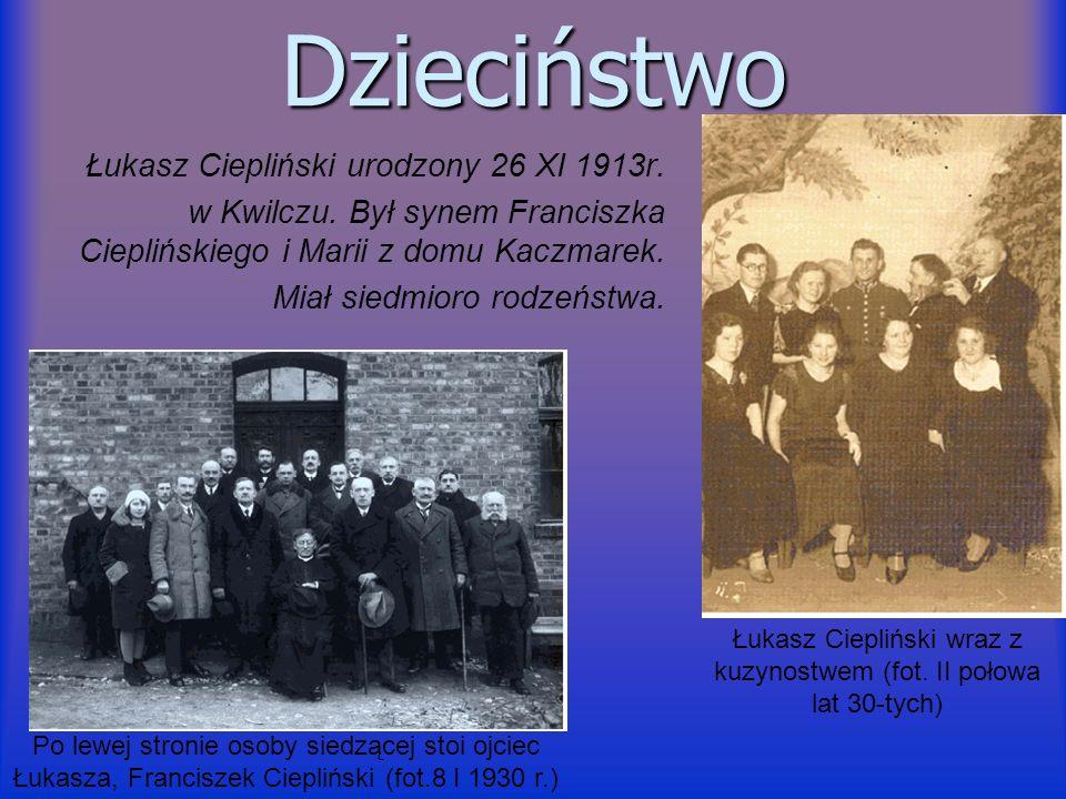 Dzieciństwo Łukasz Ciepliński urodzony 26 XI 1913r. w Kwilczu. Był synem Franciszka Cieplińskiego i Marii z domu Kaczmarek. Miał siedmioro rodzeństwa.