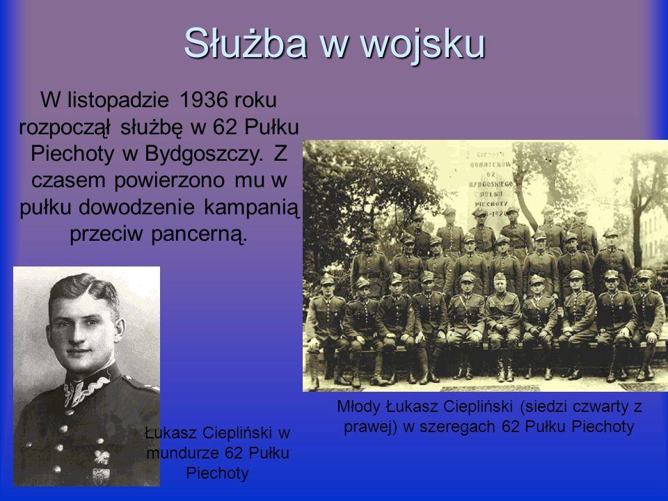 Służba w wojsku W listopadzie 1936 roku rozpoczął służbę w 62 Pułku Piechoty w Bydgoszczy. Z czasem powierzono mu w pułku dowodzenie kampanią przeciw