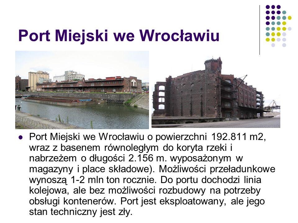 Port Miejski we Wrocławiu Port Miejski we Wrocławiu o powierzchni 192.811 m2, wraz z basenem równoległym do koryta rzeki i nabrzeżem o długości 2.156
