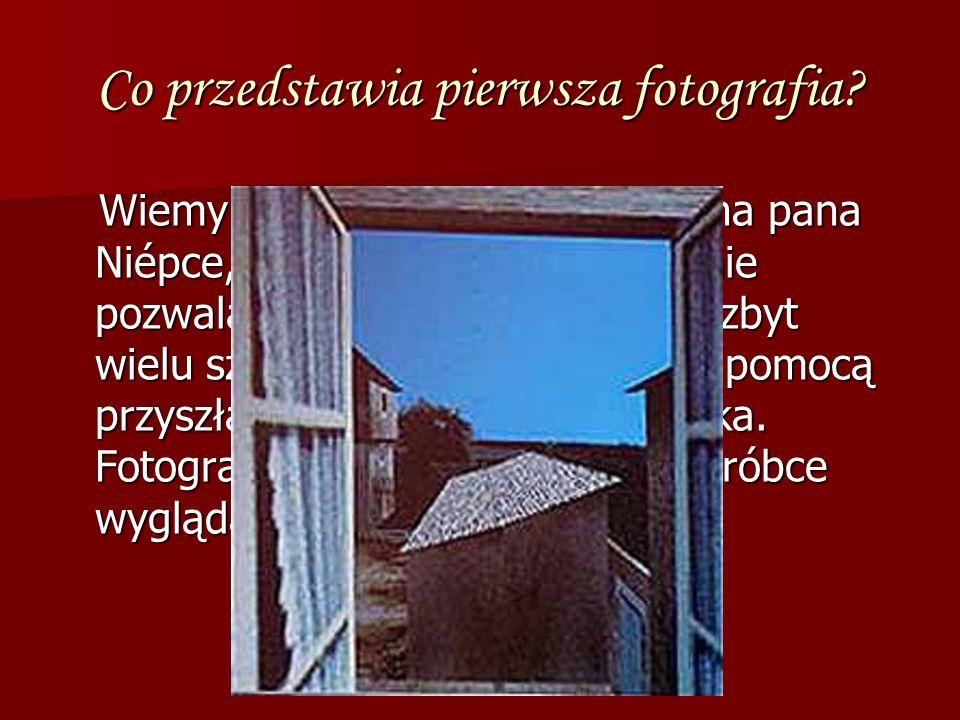Co przedstawia pierwsza fotografia? Wiemy już, że jest to widok z okna pana Niépce, ale słaba jakość zdjęcia nie pozwala niestety na rozpoznanie zbyt