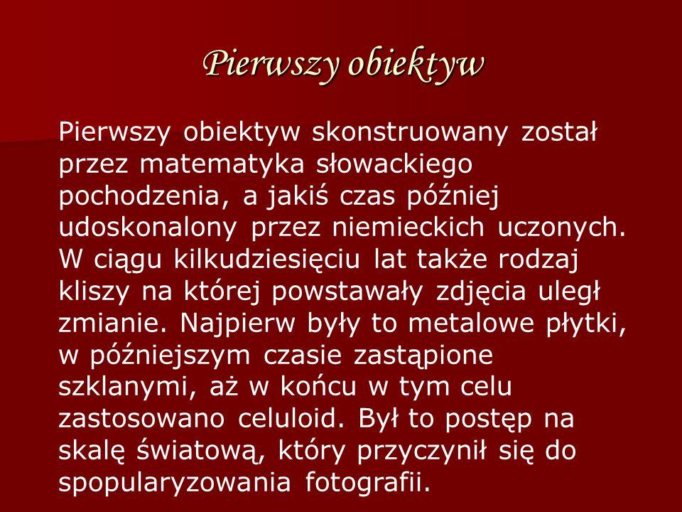 Pierwszy obiektyw Pierwszy obiektyw skonstruowany został przez matematyka słowackiego pochodzenia, a jakiś czas później udoskonalony przez niemieckich
