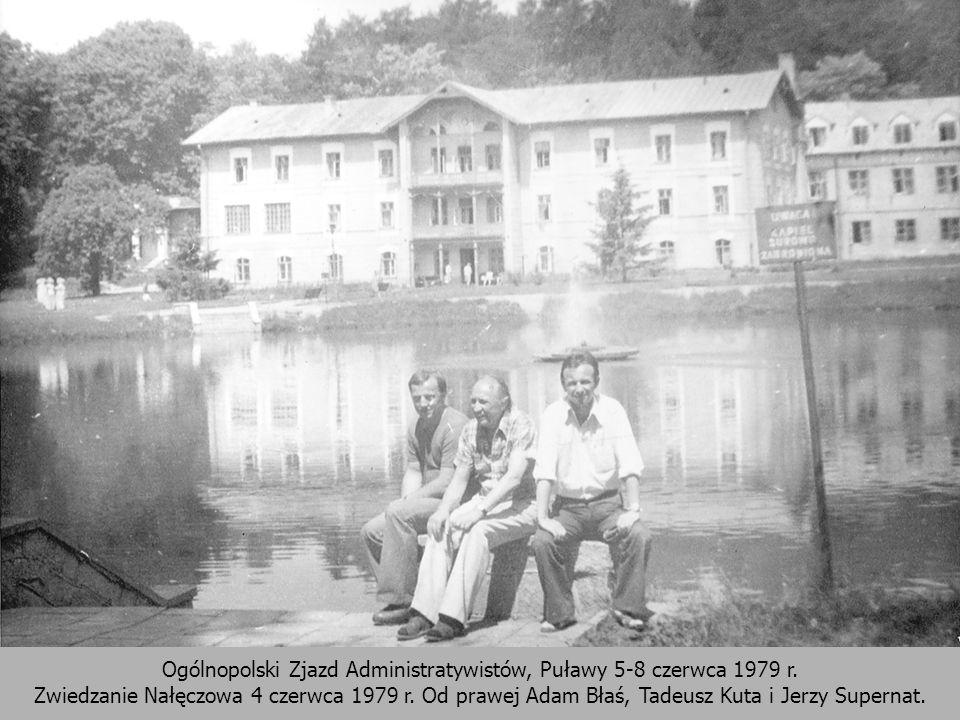 Ogólnopolski Zjazd Administratywistów, Puławy 5-8 czerwca 1979 r. Zwiedzanie Nałęczowa 4 czerwca 1979 r. Od prawej Adam Błaś, Tadeusz Kuta i Jerzy Sup