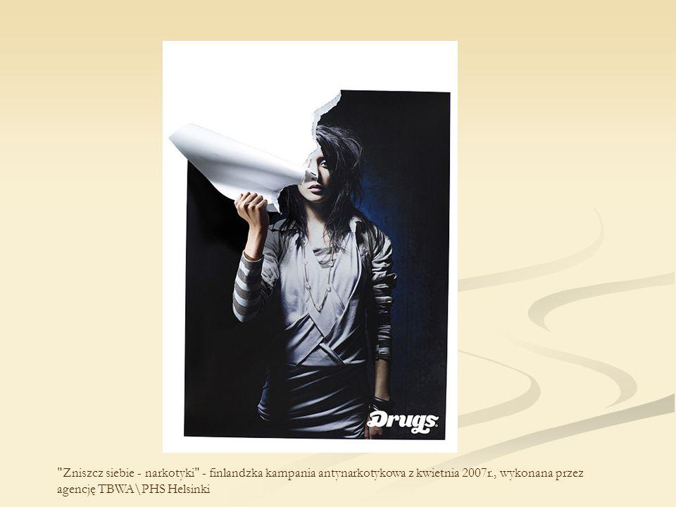 Alkohol jest dla kierowcy dużo groźniejszy niż pistolet - chińska kampania przeprowadzona przez agencję reklamową Dentsu w 2008 r.
