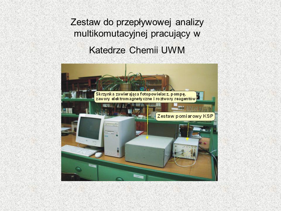 Zestaw do przepływowej analizy multikomutacyjnej pracujący w Katedrze Chemii UWM