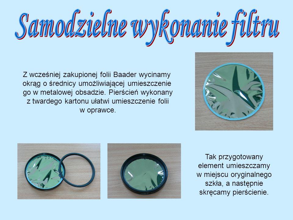 Z wcześniej zakupionej folii Baader wycinamy okrąg o średnicy umożliwiającej umieszczenie go w metalowej obsadzie. Pierścień wykonany z twardego karto