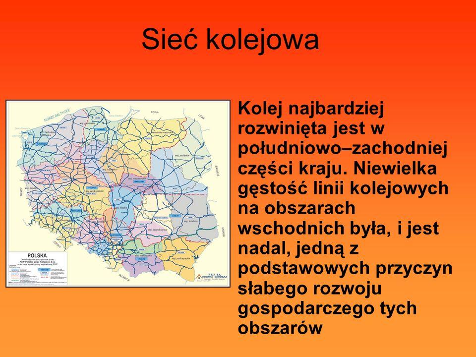 Sieć kolejowa Kolej najbardziej rozwinięta jest w południowo–zachodniej części kraju. Niewielka gęstość linii kolejowych na obszarach wschodnich była,
