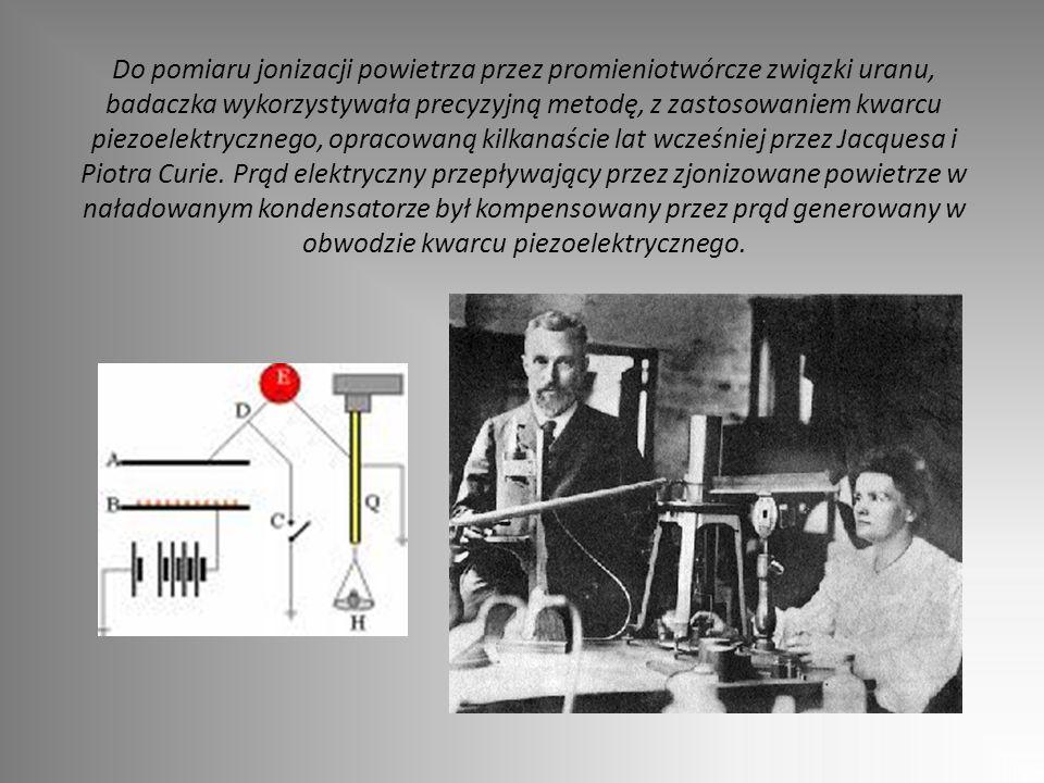 Do pomiaru jonizacji powietrza przez promieniotwórcze związki uranu, badaczka wykorzystywała precyzyjną metodę, z zastosowaniem kwarcu piezoelektryczn