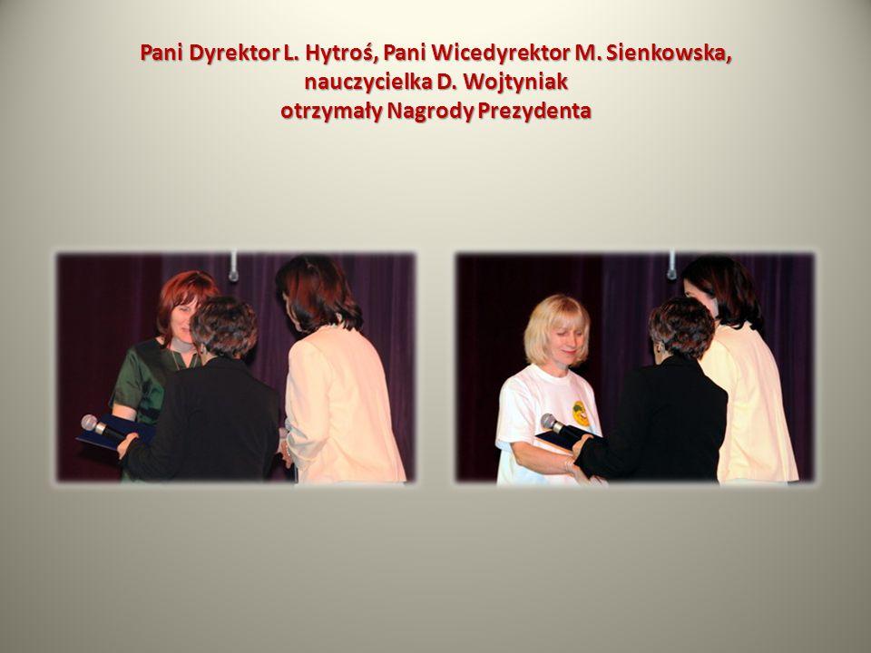 Pani Dyrektor L. Hytroś, Pani Wicedyrektor M. Sienkowska, nauczycielka D. Wojtyniak otrzymały Nagrody Prezydenta