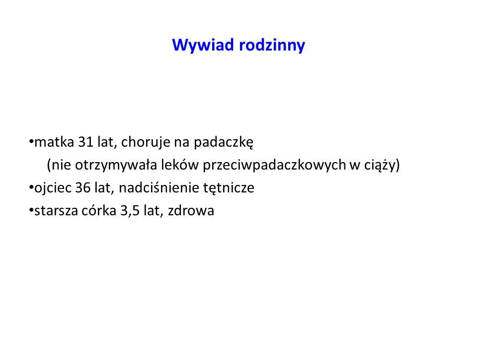 6-7 miesiąc życia Hospitalizacja w Klinice Chorób Metabolicznych IP-CZD w Warszawie W trakcie 6-tygodniowej hospitalizacji uzyskano poprawę parametrów biochemicznych wydolności wątroby: AST 160U/L, ALT 82U/L, GGTP 92 U/L bilirubina całkowita 3,35 mg/dl, związana 2,62 mg/dl, albuminy 3,82g/dl układ krzepnięcia w normie