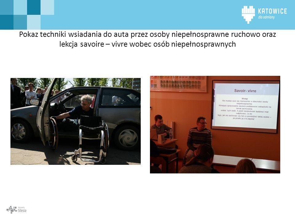 Pokaz techniki wsiadania do auta przez osoby niepełnosprawne ruchowo oraz lekcja savoire – vivre wobec osób niepełnosprawnych