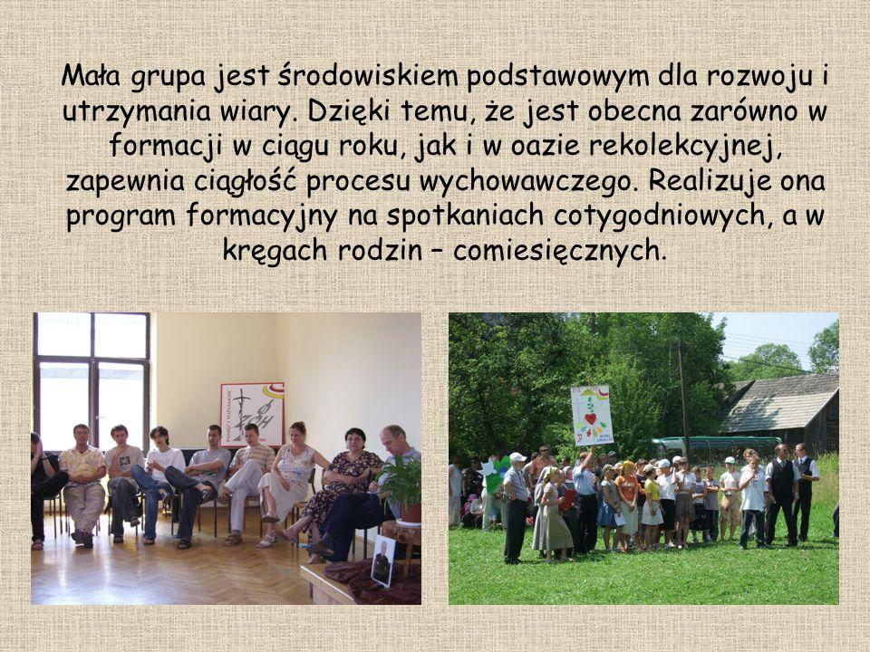 Mała grupa jest środowiskiem podstawowym dla rozwoju i utrzymania wiary. Dzięki temu, że jest obecna zarówno w formacji w ciągu roku, jak i w oazie re