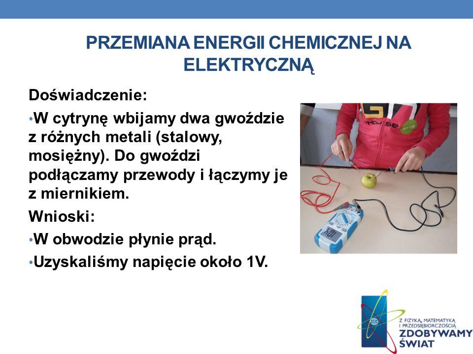 PRZEMIANA ENERGII CHEMICZNEJ NA ELEKTRYCZNĄ Doświadczenie: W cytrynę wbijamy dwa gwoździe z różnych metali (stalowy, mosiężny). Do gwoździ podłączamy