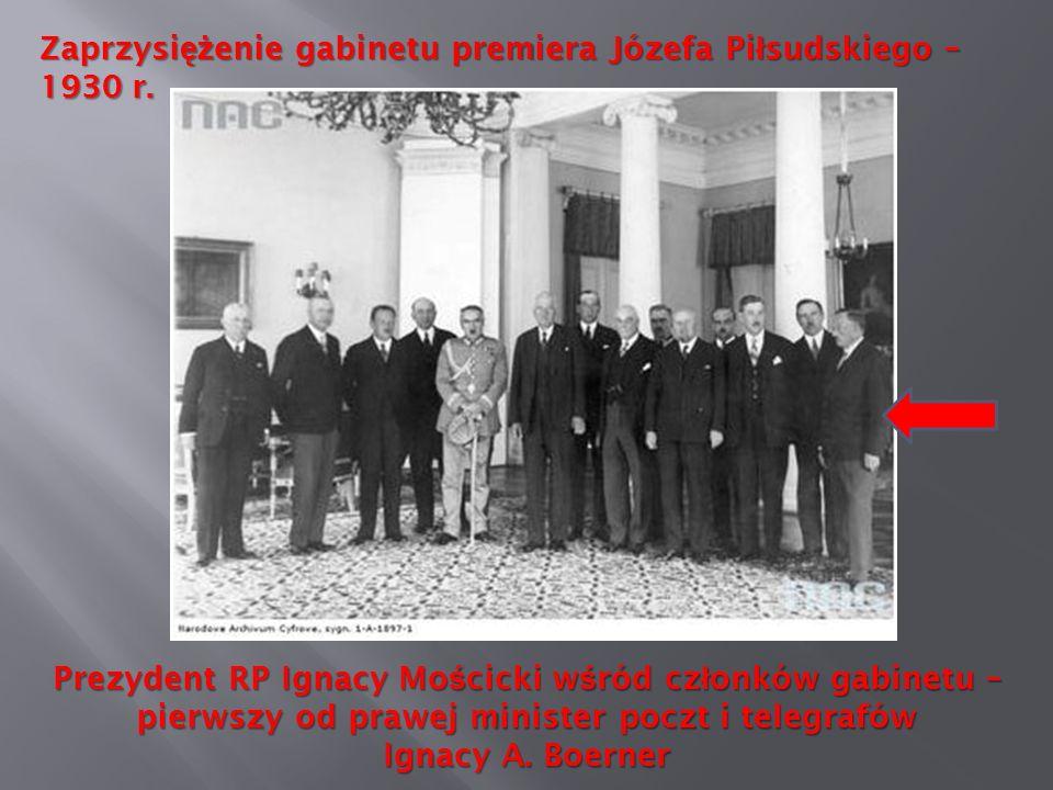 Zaprzysi ęż enie gabinetu premiera Józefa Pi ł sudskiego – 1930 r. Prezydent RP Ignacy Mo ś cicki w ś ród cz ł onków gabinetu – pierwszy od prawej min