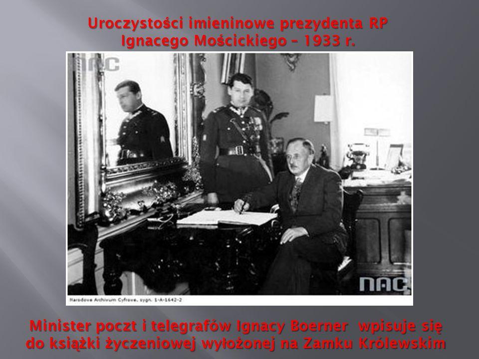 Uroczysto ś ci imieninowe prezydenta RP Ignacego Mo ś cickiego – 1933 r. Minister poczt i telegrafów Ignacy Boerner wpisuje si ę do ksi ąż ki ż yczeni