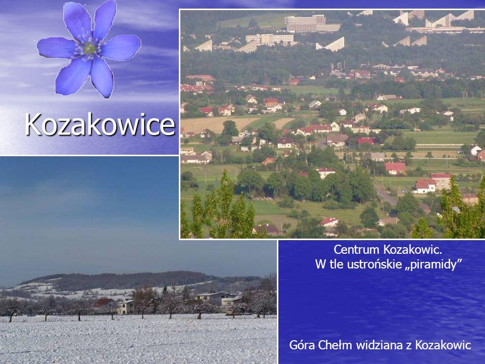 Kozakowice Kozakowice Centrum Kozakowic. W tle ustrońskie piramidy Góra Chełm widziana z Kozakowic