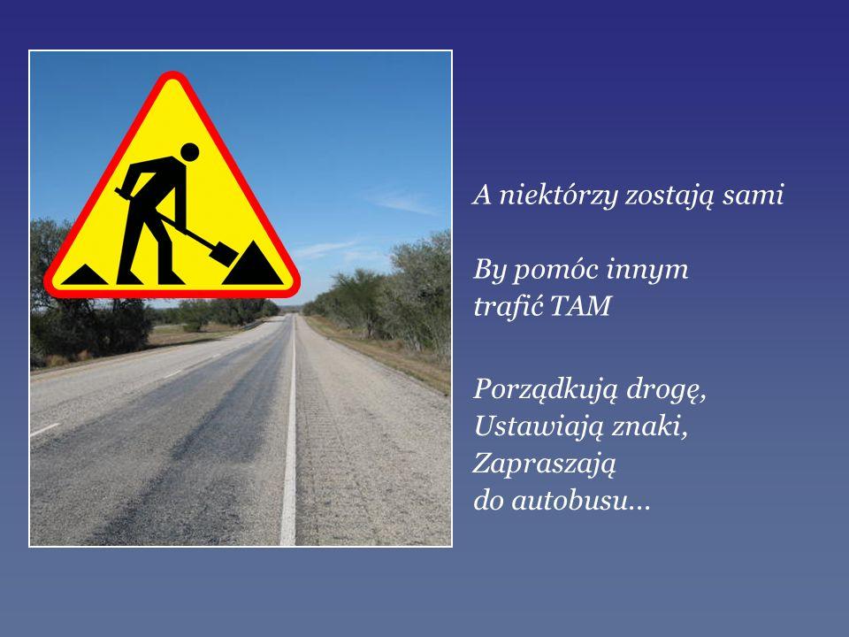 Porządkują drogę, Ustawiają znaki, Zapraszają do autobusu... A niektórzy zostają sami By pomóc innym trafić TAM