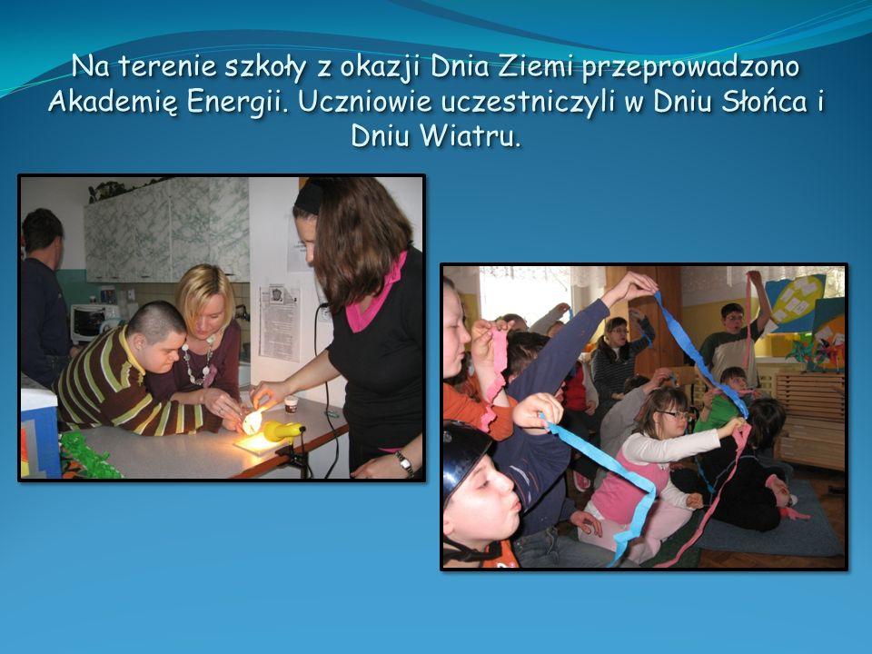 Na terenie szkoły z okazji Dnia Ziemi przeprowadzono Akademię Energii. Uczniowie uczestniczyli w Dniu Słońca i Dniu Wiatru.