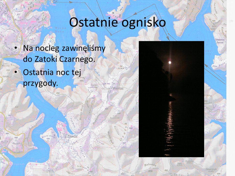 Ostatnie ognisko Na nocleg zawinęliśmy do Zatoki Czarnego. Ostatnia noc tej przygody.