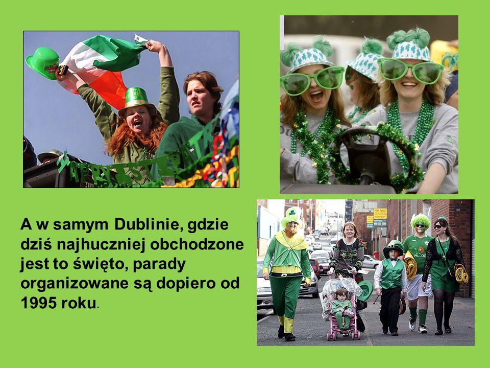 Wiele irlandzkich pubów serwuje tego dnia zielone piwo.