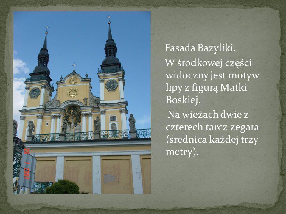 Fasada Bazyliki. W środkowej części widoczny jest motyw lipy z figurą Matki Boskiej. Na wieżach dwie z czterech tarcz zegara (średnica każdej trzy met