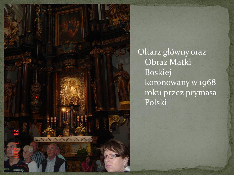 Ołtarz główny oraz Obraz Matki Boskiej koronowany w 1968 roku przez prymasa Polski
