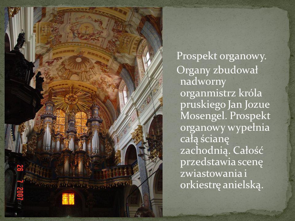 Prospekt organowy. Organy zbudował nadworny organmistrz króla pruskiego Jan Jozue Mosengel. Prospekt organowy wypełnia całą ścianę zachodnią. Całość p
