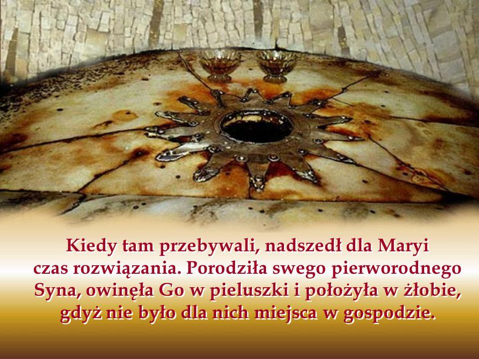 Kiedy tam przebywali, nadszedł dla Maryi czas rozwiązania. Porodziła swego pierworodnego Syna, owinęła Go w pieluszki i położyła w żłobie, gdyż nie by