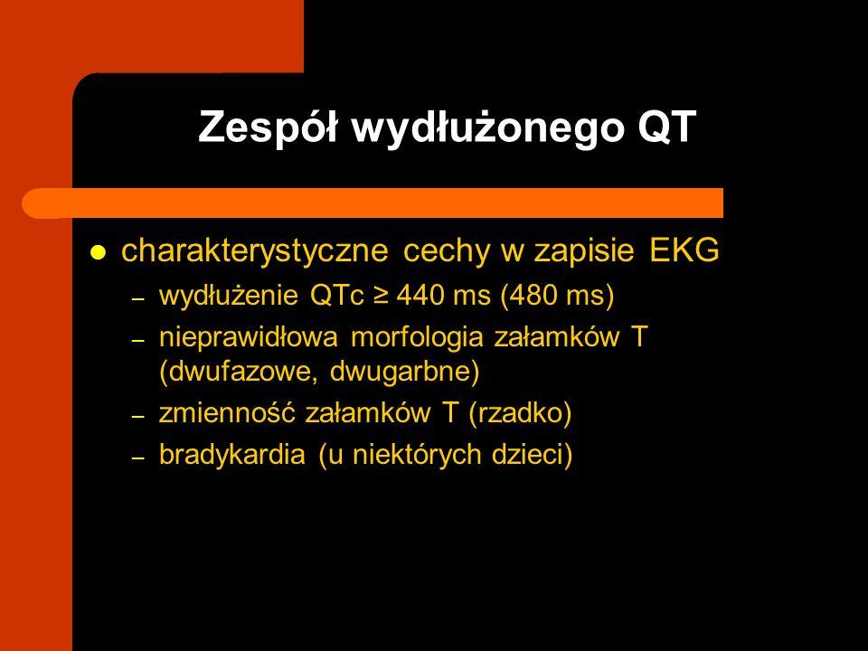 charakterystyczne cechy w zapisie EKG – wydłużenie QTc 440 ms (480 ms) – nieprawidłowa morfologia załamków T (dwufazowe, dwugarbne) – zmienność załamk