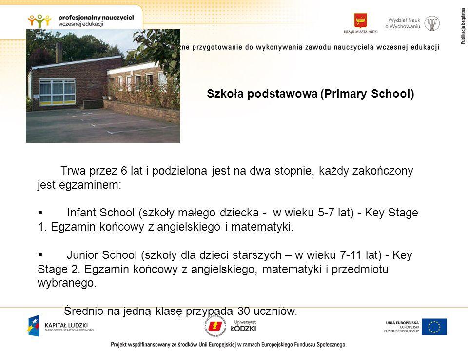 Trwa przez 6 lat i podzielona jest na dwa stopnie, każdy zakończony jest egzaminem: Infant School (szkoły małego dziecka - w wieku 5-7 lat) - Key Stag