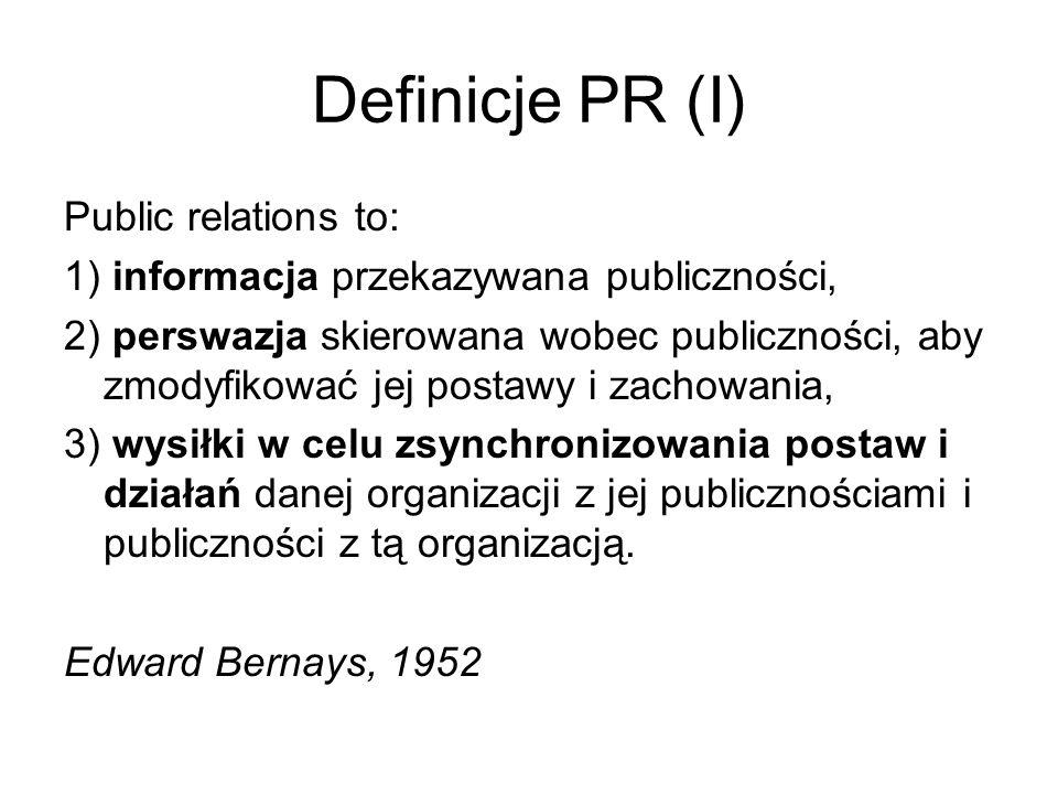 Definicje PR (I) Public relations to: 1) informacja przekazywana publiczności, 2) perswazja skierowana wobec publiczności, aby zmodyfikować jej postaw