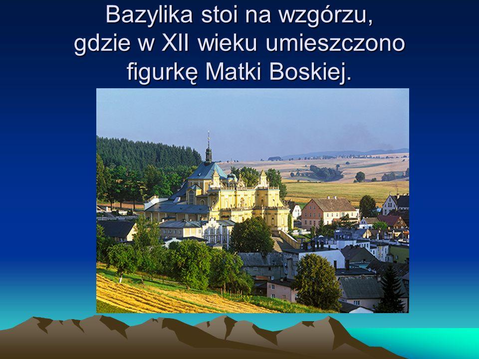 Bazylika stoi na wzgórzu, gdzie w XII wieku umieszczono figurkę Matki Boskiej.