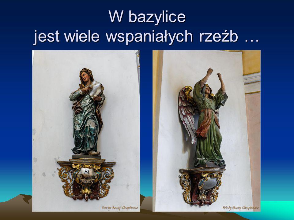 W bazylice jest wiele wspaniałych rzeźb …