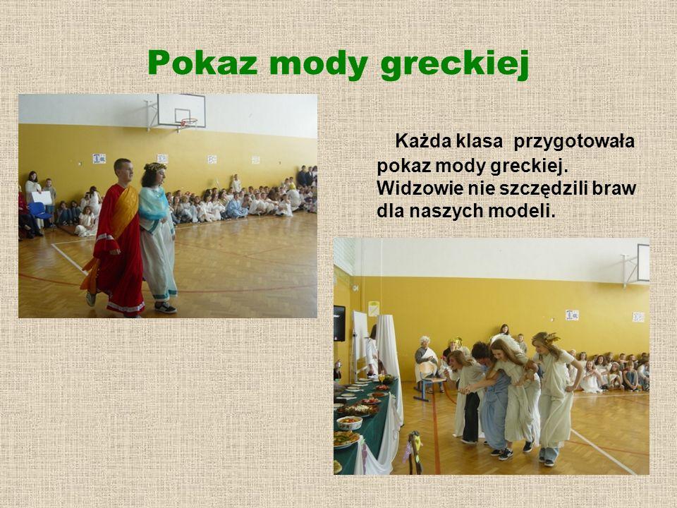 Pokaz mody greckiej Każda klasa przygotowała pokaz mody greckiej. Widzowie nie szczędzili braw dla naszych modeli.