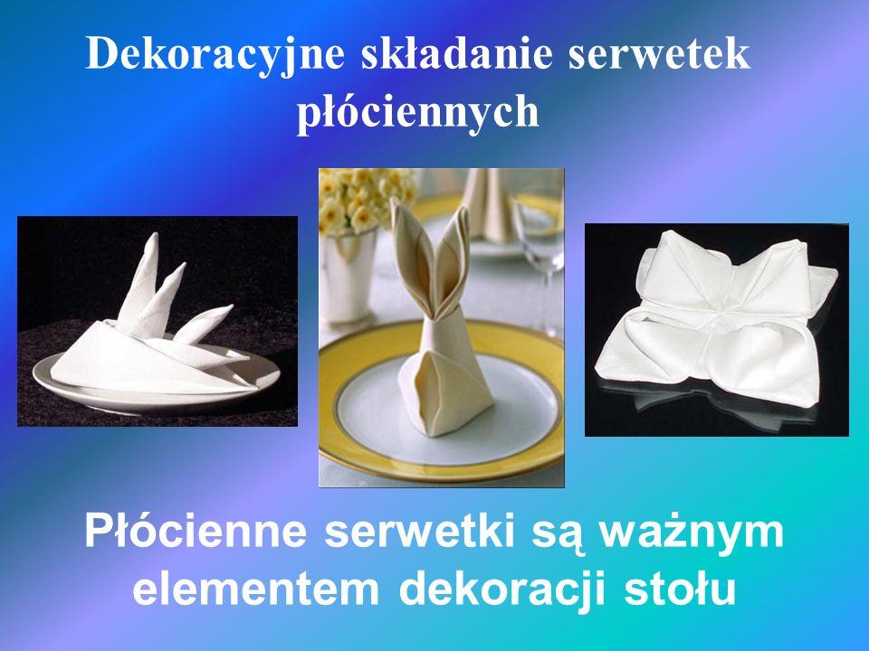 Dekoracyjne składanie serwetek płóciennych Płócienne serwetki są ważnym elementem dekoracji stołu