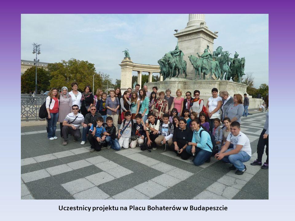 Uczestnicy projektu na Placu Bohaterów w Budapeszcie